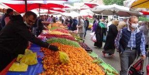 Sokağa çıkma yasağına saatler kala pazarlarda alışveriş yoğunluğu