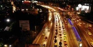 Kısıtlamaya dakikalar kala E-5'teki yoğun trafik havadan görüntülendi