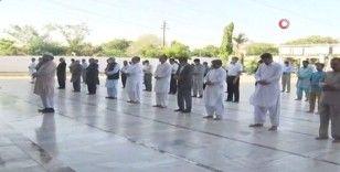 Pakistan'daki uçak kazasında ölenler için cenaze töreni düzenlendi