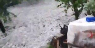Antalya'da dolu, fırtına ve sağanak yağış etkili oldu