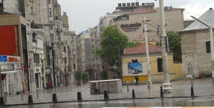 Taksim'de önce yağmur yağdı sonra güneş açtı