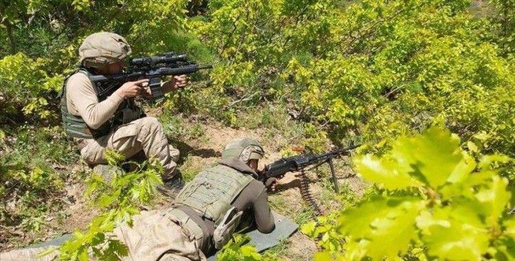Bitlis'te terör operasyonunda bulunan 32 odalı sığınak imha edildi