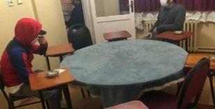 Ataşehir'de kumar oynanan adrese baskın: 19 kişiye para cezası verildi