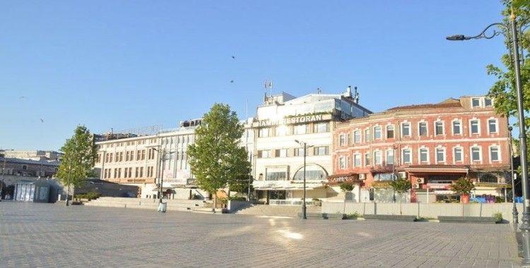 İstanbul'da meydanlar ve yollar boş kaldı