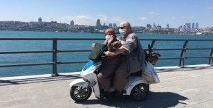 Üsküdar'da 69 yaşındaki adam eşini yanına aldı, motosikletle gezdi