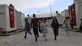Konteyner kentlerde çocukların bayram sevinci