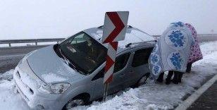 Kardan kapanan yollarda mahsur kalan vatandaşlar kurtarıldı