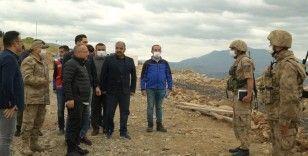 Vali Atik, üs bölgesindeki Mehmetçikle bayramlaştı