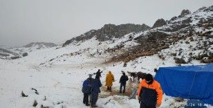 Elbistan'da kar nedeniyle yaylada mahsur kalan çobanlar ve 2 bin hayvanı kurtarıldı