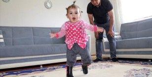 Bayram hediyesi protez ayaklar minik Hira Nur'a ilk kez yürümenin mutluluğunu yaşattı