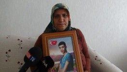 10 bayramdır oğlunun özlemini çeken evlat nöbetindeki anneyi, Bakan Soylu aradı
