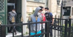 Beyoğlu'nda yaşlı adama gasp dehşetini yaşatan zanlılar adliyeye sevk edildi