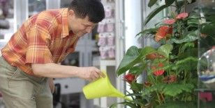 Hem doktor hem çiçekçi