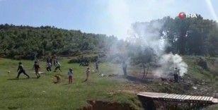 Ormanlık alanda mangal yakıp, futbol oynadılar