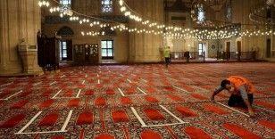 Selimiye'de cemaatin namaz kılabileceği alan bantlarla ayrıldı