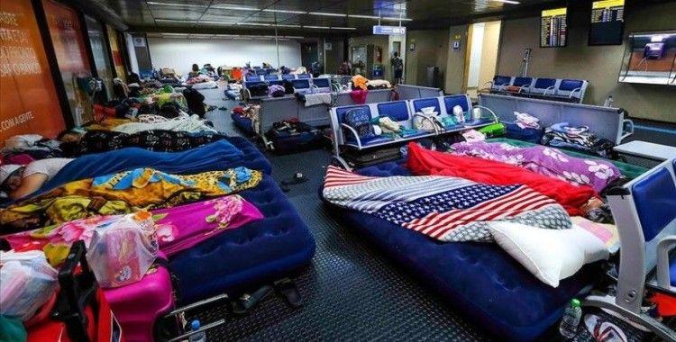 Parasızlıktan Brezilya'da mahsur kalan 200'den fazla Kolombiyalı havalimanında kamp kurdu