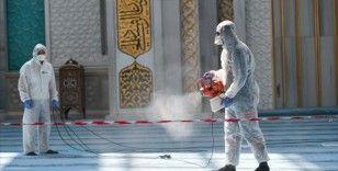 Ankara'da dezenfekte edilen camilerde tek kullanımlık seccade ve maske dağıtılacak