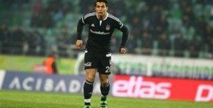Necip Uysal: 'Futbolu Beşiktaş'ta bırakmak istiyorum'
