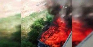 Tuzla'da binanın çatısının alev alev yandığı anlar kamerada