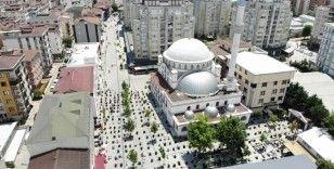 Çekmeköy'de sosyal mesafe kuralına uygun cuma namazı kılındı