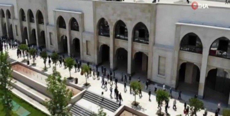 Büyük Çamlıca Camisi'nde oluşan kilometrelerce kuyruk havadan görüntülendi