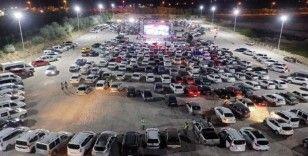 """Nevşehir'de yüzlerce araç """"Arabalı Sinema Günleri"""" nde buluştu"""