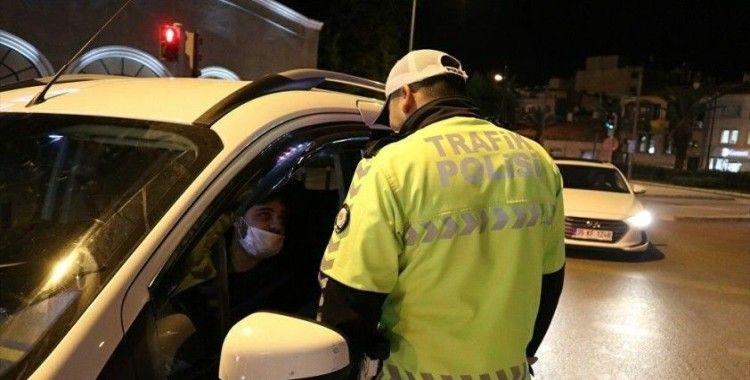 İzmir'de kısıtlamanın ilk gününde 902 bin lira ceza kesildi