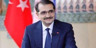 Bakan Dönmez: 'Fatih, Karadeniz seferinin ilk durağı Trabzon'a ulaştı'