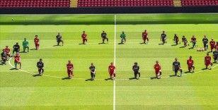 Liverpoollu futbolcular George Floyd için diz çöktü