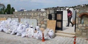 Yılmaz Özdil'in ofis diye alıp yazlık eve çevirdiği villanın yıkımı sürüyor