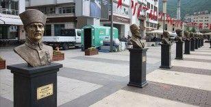 Türk tarihinin önemli isimlerinin büstleri Demokrasi Meydanı'na konuldu