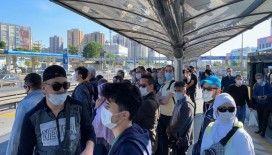 Metrobüsler ve duraklarda dikkat çeken yoğunluk