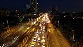 E-5 karayolunda yoğun trafik havadan görüntülendi