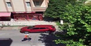 Baretli ve işçi yelekli silahlı saldırganın kaçma anı kamerada