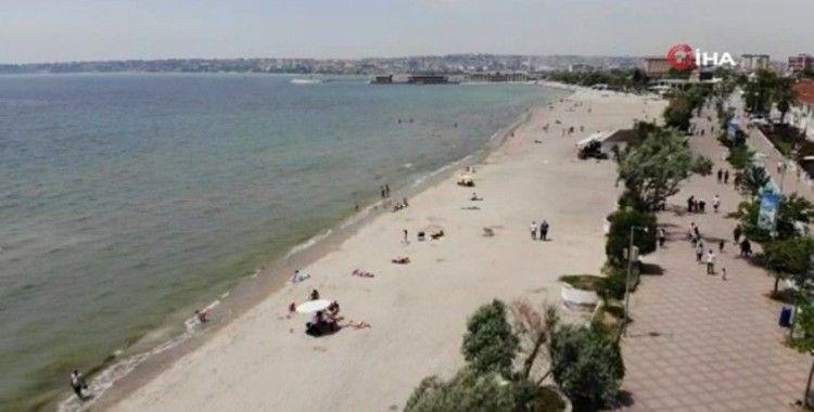 Kısıtlama olmayınca Büyükçekmece'de vatandaşlar plajlara koştu
