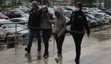 22 kilogram esrarla yakalanan 2 kadın adliyeye sevk edildi