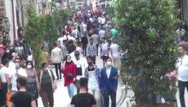 Taksim Meydanı'nda kalabalık her geçen gün artıyor