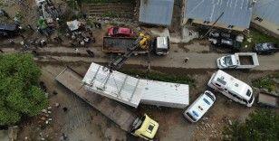 Bingöl'de deprem bölgesine konteynerler gelmeye başladı