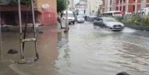 Aniden bastıran yağış Bağcılar'da sele neden oldu