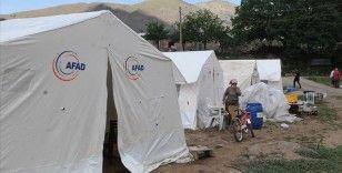 Bingöl'de çadırda kalan depremzedelere soba yardımı