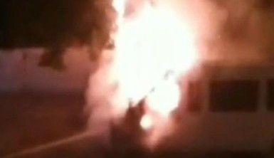 Büyükçekmece'de park halindeki minibüs ateş topuna döndü