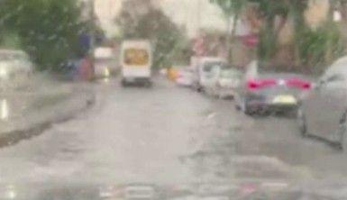 Balat'ta yolları su bastı