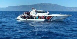 Çanakkale açıklarında 50 düzensiz göçmen kurtarıldı