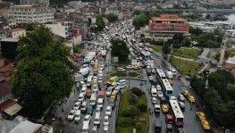 Eminönü'nde şiddetli yağış sonrası trafik kilitlendi