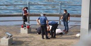 Galata Köprüsü'nde denizden erkek cesedi çıktı