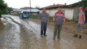 Malkara'da dere taştı, yollar bataklığa döndü