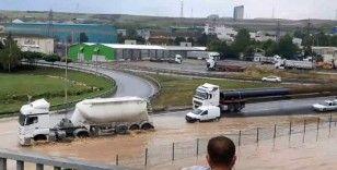 Sağanak yağış sanayi merkezi Dilovası'nu su altında bıraktı