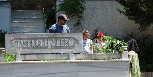 Onur Taşçıoğlu'dan Prof. Dr. Cemil Taşçıoğlu'nun mezarına Babalar Günü ziyareti