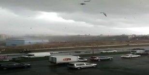 İstanbul'da fabrikanın çatısı uçtu