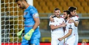 Hakan Çalhanoğlu gollerin pasını verdi, Milan farklı galip geldi